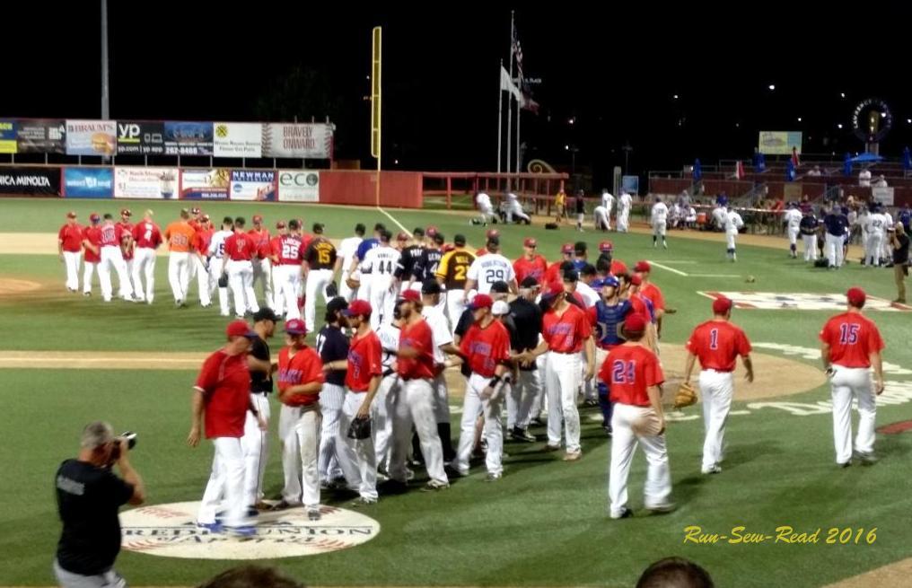 final-stars-game-handshakes-w