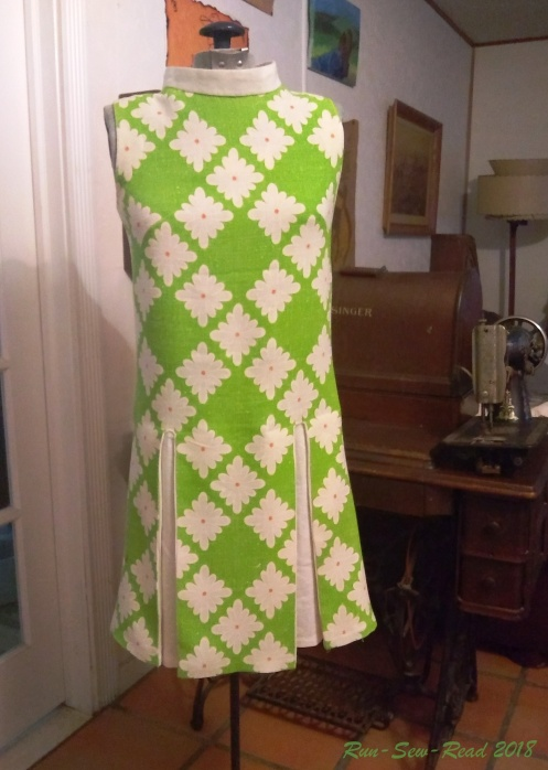 vintage-dress-green-daisies pleats added RSR