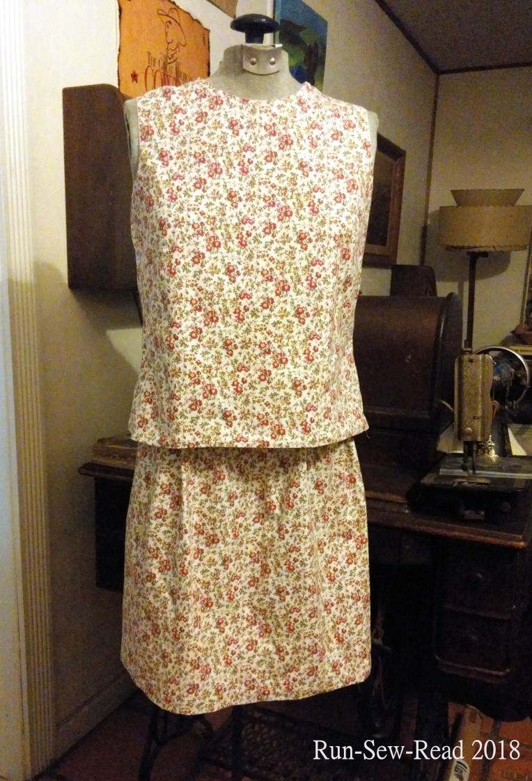 Sleeveless blouse and skirt